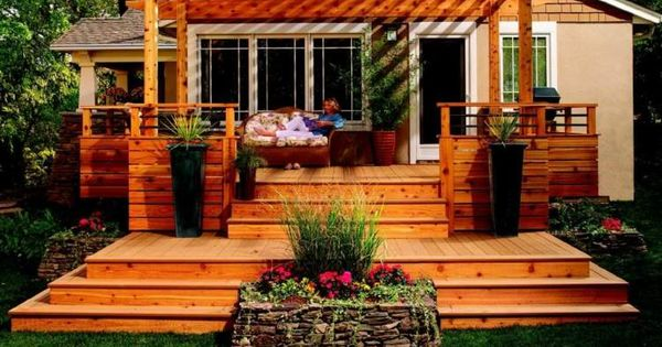 eine erh hte terrasse mit zwei ebenen und pergola garten pinterest erh hte terrasse. Black Bedroom Furniture Sets. Home Design Ideas