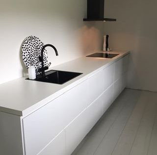 Strakke ikea voxtorp keuken zwarte gootsteen keuken for Cuisine 3d kvik