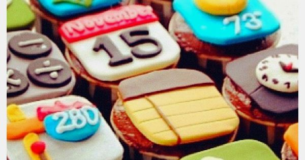 iphone cupcakes. sarah-sooo cute. would be great for jeremy's birthday! :o)