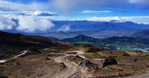 Volcán Pichincha En Las Faldas Del Lado Oriental Del Volcán Tuvo Lugar El 24 De Mayo De 1822 La Sangrienta Batalla Natural Landmarks Favorite Places Landmarks
