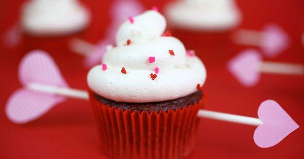 Valentine Cupcakes like the arrow idea!