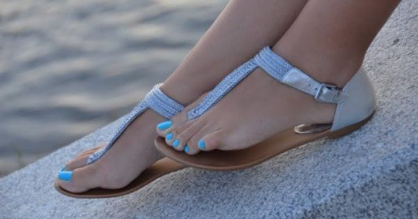 Boho sandals - love these sandals with the cute blue toenails
