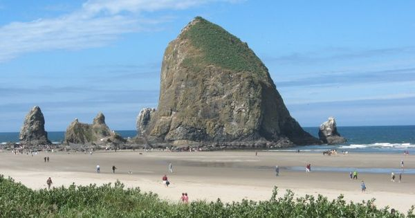 Haystack Rock Laurel S Compass Cannon Beach Oregon Cannon Beach Places To Go
