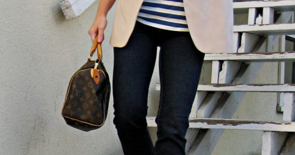 Striped shirt+ khaki blazer+ skinny jeans = a cute and classy look!