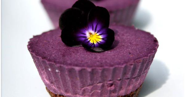 Raw vegan desserts | Sweet Tooth: Blueberry Cardamom Cheesecake