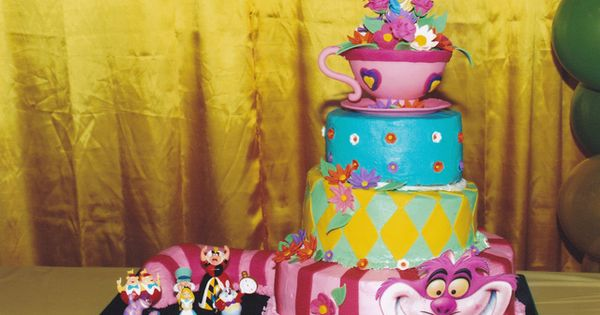 Cake Alice in Wonderland