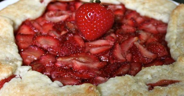 Balsamic Strawberry Galette & the best flaky pie crust ever! | Flaky ...
