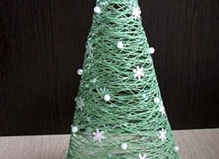 Yarn Christmas Tree... With wire?