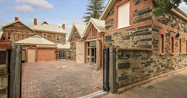 Converted stables 45 ward street north adelaide for Adelaide residential architects
