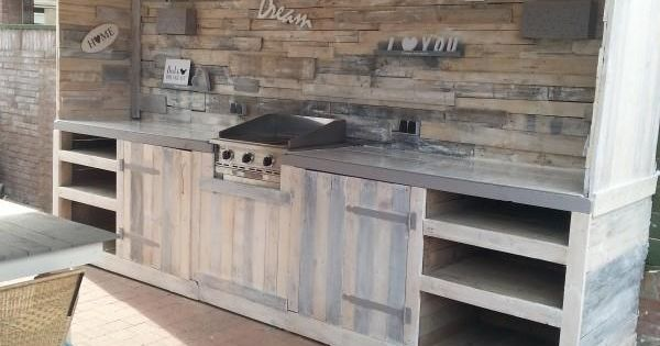 Make a pallet kitchen for outdoor pallet furniture for for Kitchen units made from pallets