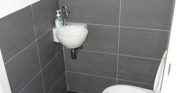 Rond hoekfonteintje home pinterest tegels woonidee n en wc - Origineel toilet idee ...