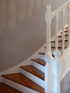 Escalier Repeint En Blanc Idee Deco Escalier Peinture Escalier Escalier Bois