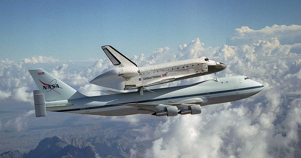 Space Shuttle Discovery On A Modified Boeing 747 Space Shuttle Air And Space Museum Nasa Space Shuttle