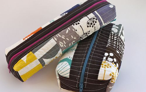 Boxed zipper pouch tutorial. Looks easy enough!