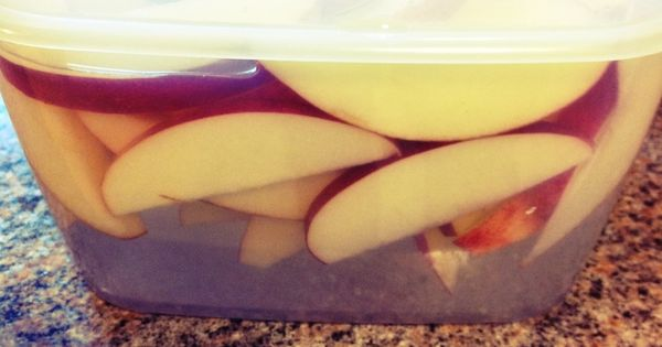 How to keep apples from turning brown after slicing them for a