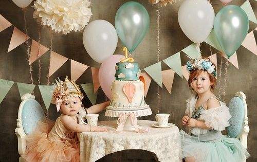 First birthday idea! I love the idea of a Big sister/little sister