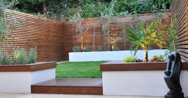 garten hoher holzzaun sichtschutz symmetrische formen. Black Bedroom Furniture Sets. Home Design Ideas