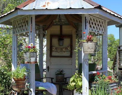 Eclectic farmhouse garden ideas