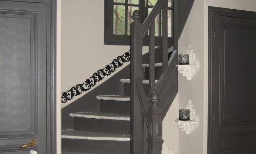 Deco entree et montee d 39 escalier la galerie d co for Peinture cage escalier immeuble