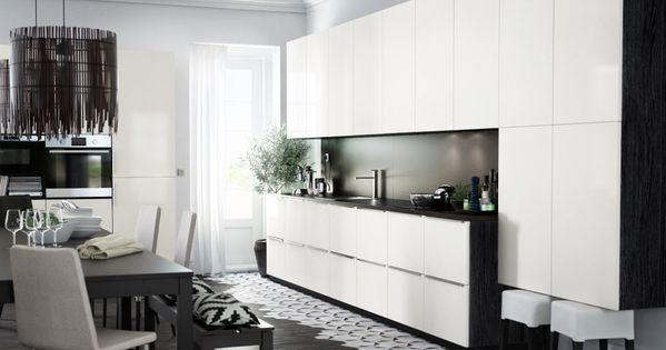METOD Küche mit Korpussen in Schwarz und RINGHULT