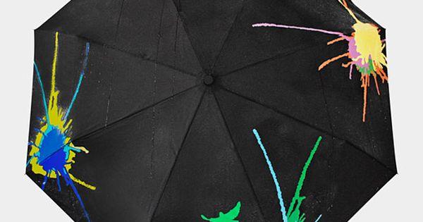 Cool Colour Changing Umbrella changes colors when wet. :)