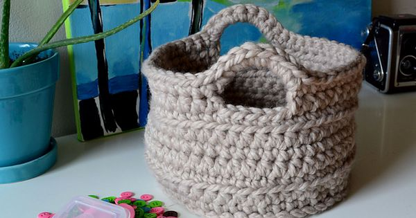 Crochet in Color: Chunky Crocheted Basket Pattern. Free pattern