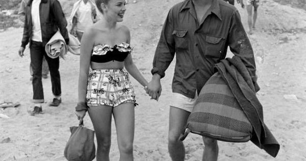 unknown vintage beach babes