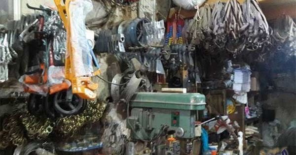 الح ر ف الشعبية تنبض في قلب سوق القامشلي السورية وتحمل ع ب ق التراث Bike Week Home Appliances Fashion Accessories