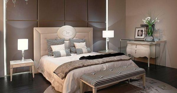 Un mur de couleur chocolat et une t te de lit blanche dans la chambre coucher id es chambre for Mur chambre chocolat