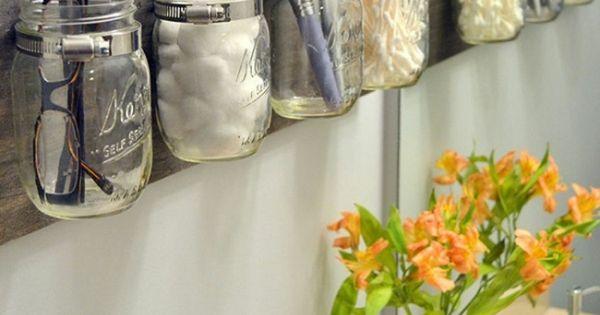 Astuce rangement maquillage salle de bain avec bocaux mason jar meuble cr a - Astuce rangement maquillage salle de bain ...