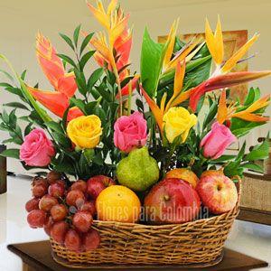 Canasta De Flores Con Frutas Para Cumpleaños Arreglos Florales Tropicales Arreglos Frutales Con Flores Arreglos Florales Sencillos
