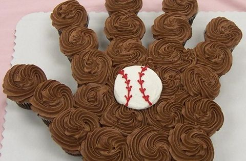 Baseball cupcake cake: Great for team party or one of the boys