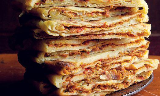Mahjouba mhajeb cr pes alg riennes farcies la viande for Dicor de cuisine algerienne
