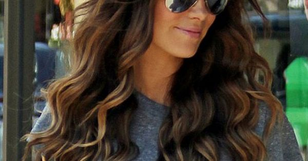 Love her hair color and highlights. And i love wavy hair! Probably