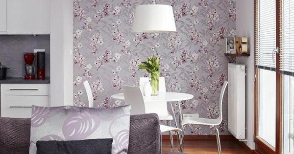dekovorschläge für wohnzimmer essbereich-lila-polstersofa-tapete