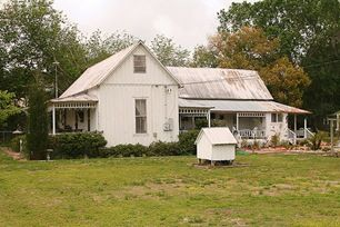 Florida Cracker Homes Are Characterized By Metal Roofs Raised Floors Large Porch Areas Often Wrapping Around The Entire Cracker House Old Farm Houses House