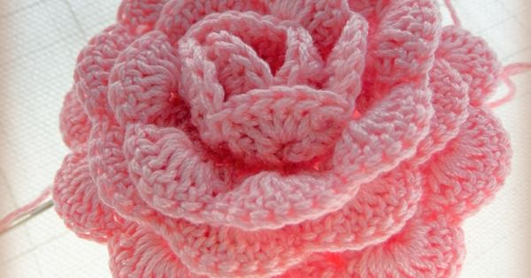 Free pattern for an even more perfect, perfect rose a??a??a?? Teresa Restegui http://www.pinterest.com/teretegui/ a??a??a?? | See more about Free Pattern, Rose and Pattern.