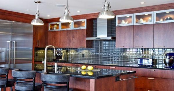 L lot et les armoires de la cuisine de style panneau plat La cuisine de comptoir