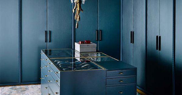 Vestidor con armarios en l azul lampara bronce con - Armario en l ...