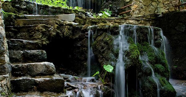 Would love this waterfall in my backyard agua en el for Fuentes estanques y cascadas