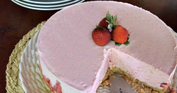 Yogurt pie, Strawberry frozen yogurt and Frozen yogurt on Pinterest