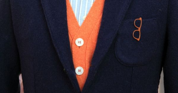 landerurquijo:  A vibrant hue will be perfect with a lot of outfits like this orange knitted vestA�A�/ Una tonalidad vibrante sera perfecta pa...
