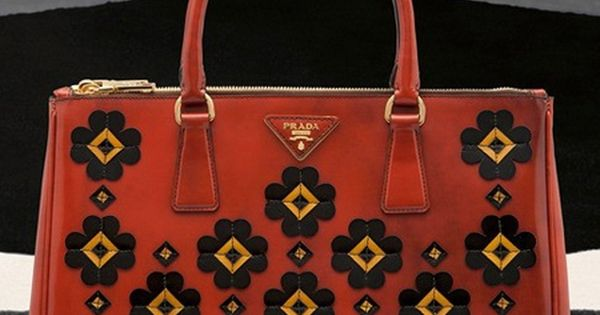 prada purses outlet price