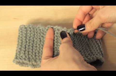 This easy, beginner knitting tutorial shows you how to seam or sew the ends o...