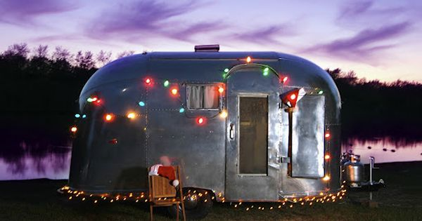 Vintage airstreams decorated decorated airstream pacer for Airstream christmas decoration