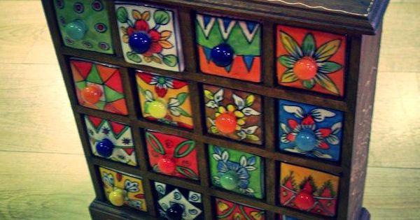 Joyero de madera con 16 cajones de ceramica pintados a - Armarios pintados a mano ...