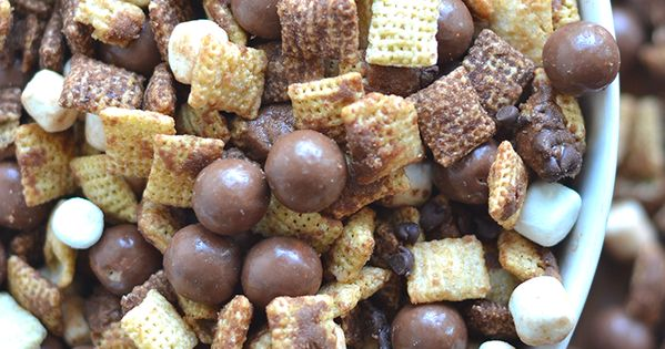 This Whopper Chex Mix is perfect for any large gathering! dessert snack
