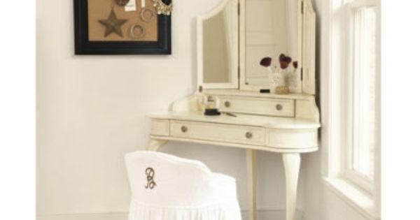 Corner bedroom vanity with mirror bedroom plan update for Bedroom vanity without mirror