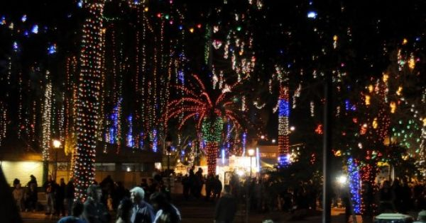 Top 10 Holiday Light Attractions In Metro Phoenix Glendale Glitters Holiday Lights Glendale