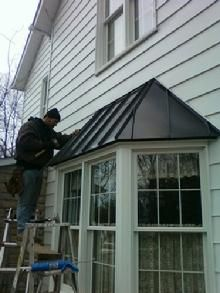 Central Ohio Roofing M R Roofing And Repairs Bay Window Bay Window Exterior Red Roof House